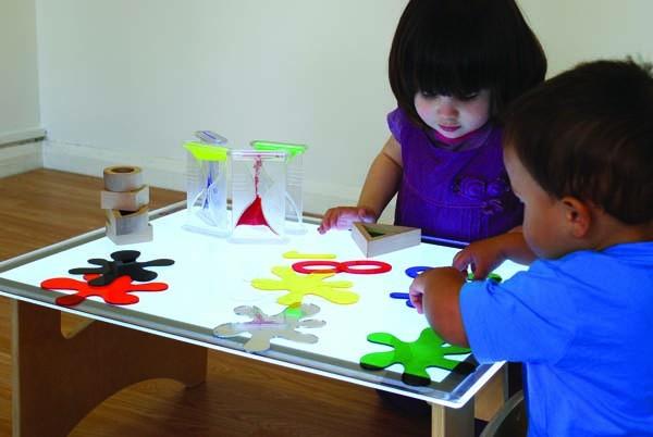 La mesa de luz: aprendizaje a través de los sentidos
