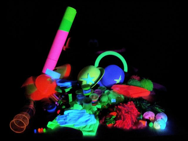 Baúl de actividades para luz negra -