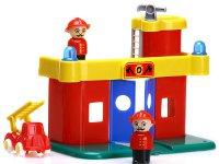 Estación de bomberos - Incluye estación, camión y muñecos
