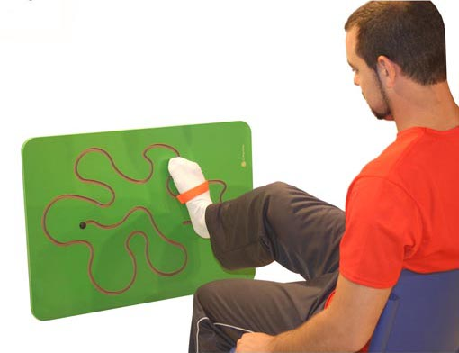 Green labyrinth wall - Green labyrinth wall to work motor skills
