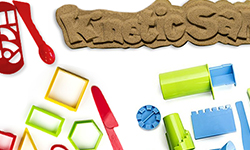 Kinetic sand pack - Kinetic Sand with moulds to experiment
