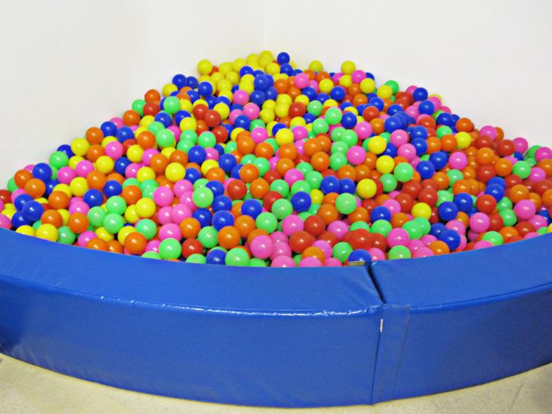 Piscina de bolas esquina - Piscina de bolas en esquina