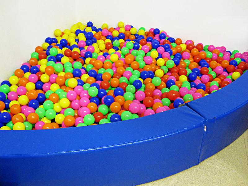 Piscina de bolas esquina eneso tecnolog a para for Bolas piscinas infantiles