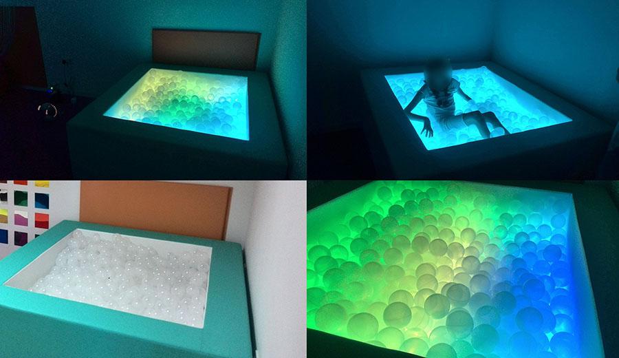 Piscina de bolas interactiva eneso sense eneso for Escaleras piscina para personas mayores