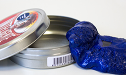 Magnetic Thinking Putty - Magnetic thinking putty with a magnet