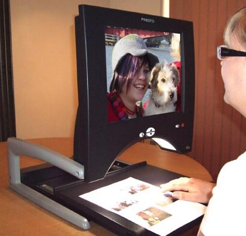 Presto - Portable and desktop foldable magnifier