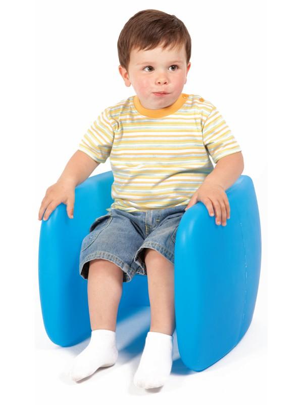 Silla/Mesa Cubo - Estas coloridas sillas puede usarse también como mesa